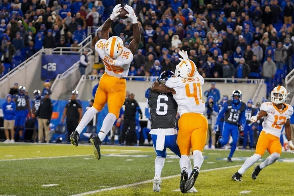 Tennessee linebacker Daniel Bituli (35) attempts to intercept a Kentucky pass when Tennessee played Kentucky in Kroger Field on November 9, 2019. Photo/ Ben Gleason