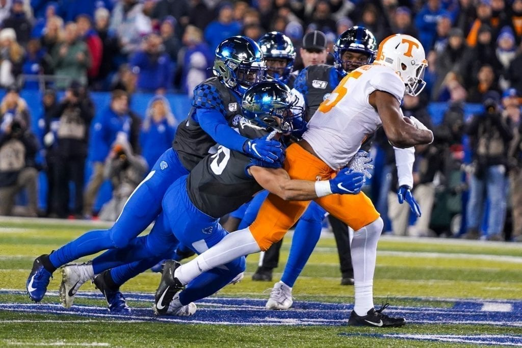 Tennessee wide receiver Jauan Jennings (15) fights through Kentucky defenders when Tennessee played Kentucky in Kroger Field on November 9, 2019. Photo/ Ben Gleason