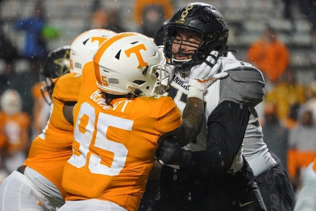 Tennessee linebacker Kivon Bennett (95) rushes the offense when Tennessee played Vanderbilt on Nov. 30, 2019. Photo/ Ben Gleason