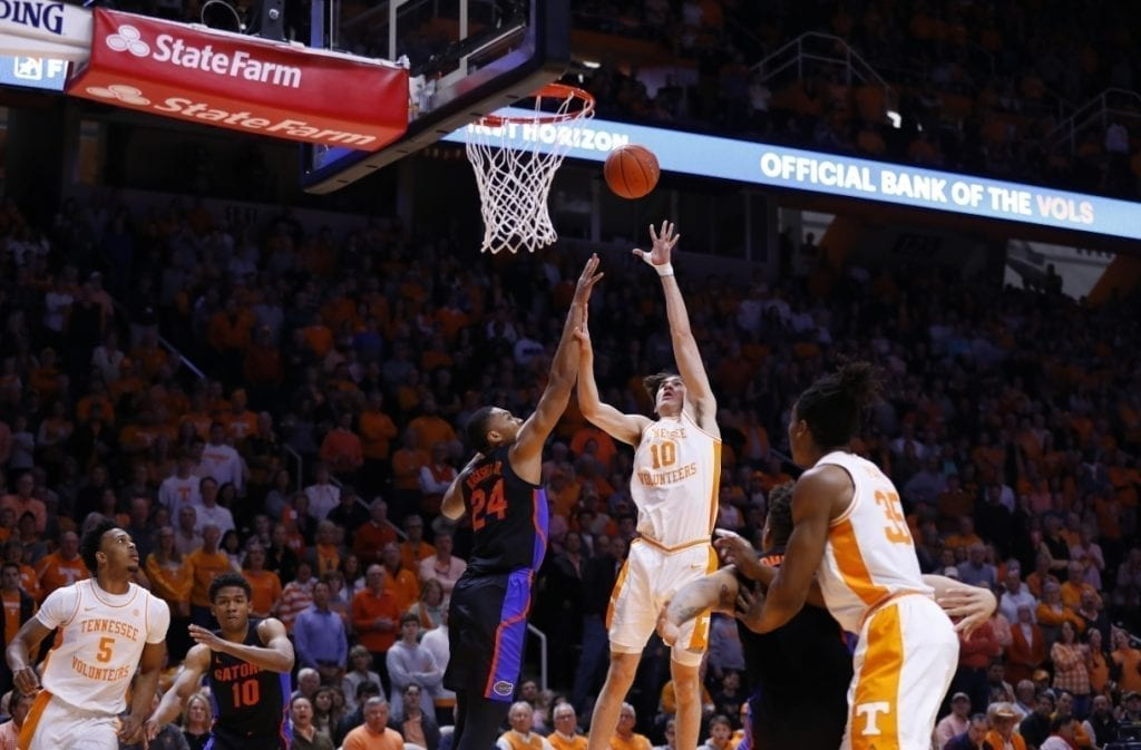 Kentucky falters late, loses at home to Tennessee