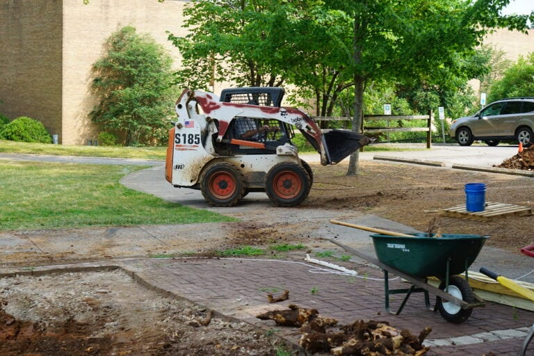 An alumnus volunteer takes part in beautification efforts as part of KT Days 2019. (Courtesy of Maryville College)
